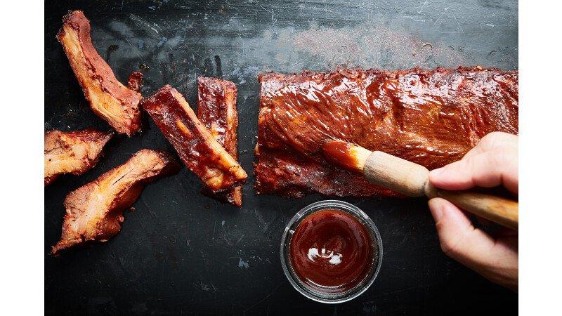 Spareribs, kwast, BBQ saus, lakken