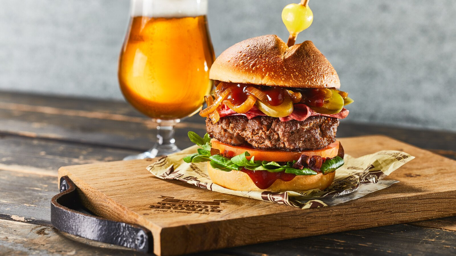 Hamburger, Smokey Beer Burger, BBQ, barbecuesaus, barbecuesaus met bier, Burger & Grill