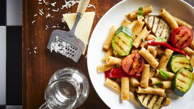Groenten, C'est Ça bruine basissaus, basissaus, truffel, groenten, courgette, paprika, tomaat, gegrilde groenten, pasta